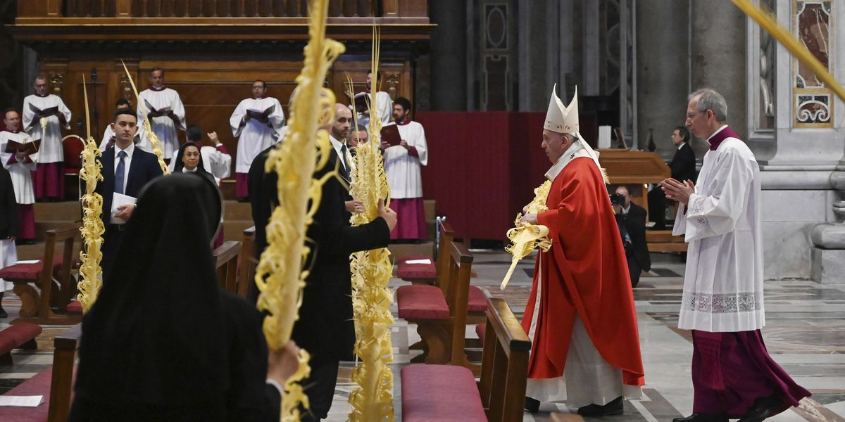 PALM SUNDAY: Pope celebrates without public in St. Peter's