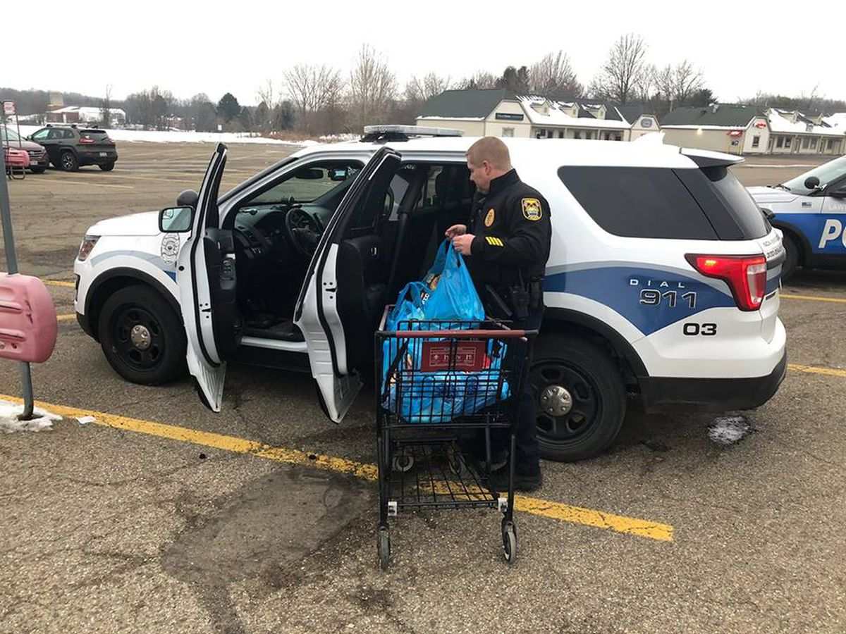 Canal Fulton police shop for disabled man before snowstorm