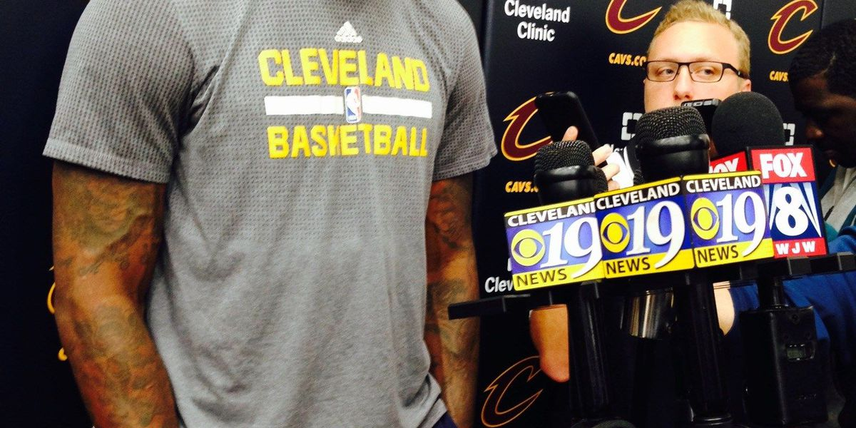 LeBron James says he's signing with Cleveland Cavaliers again