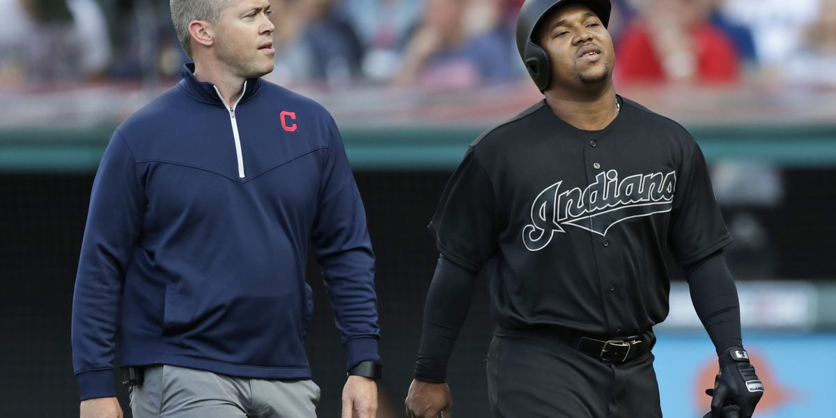 Indians' Ramírez expected to return after breaking hand