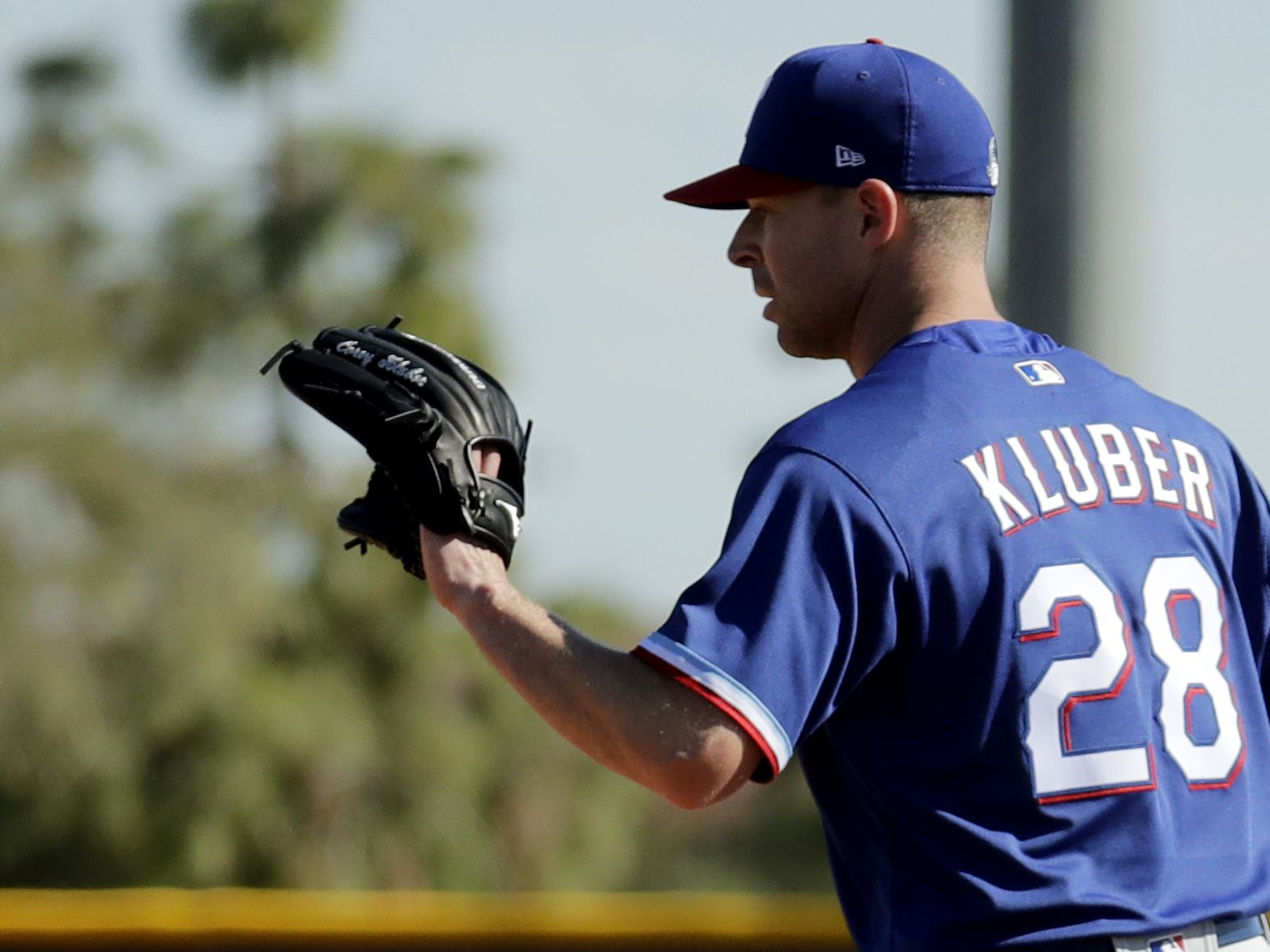 Rangers' Kluber pitches for 1st time since broken arm