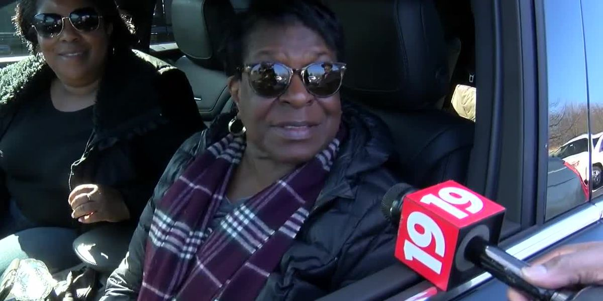 Oakwood Village pastor preaches to hundreds of people during drive-thru church service
