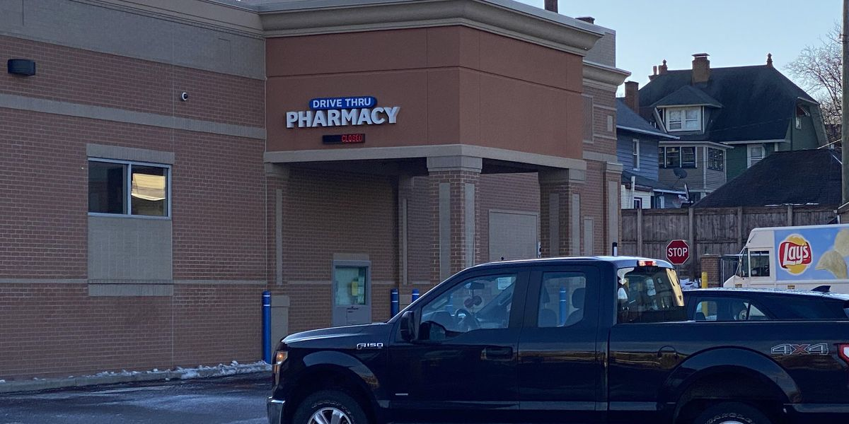 'Vaccine lurkers' wait in parking lots for extra doses at closing time of Ohio's distribution locations