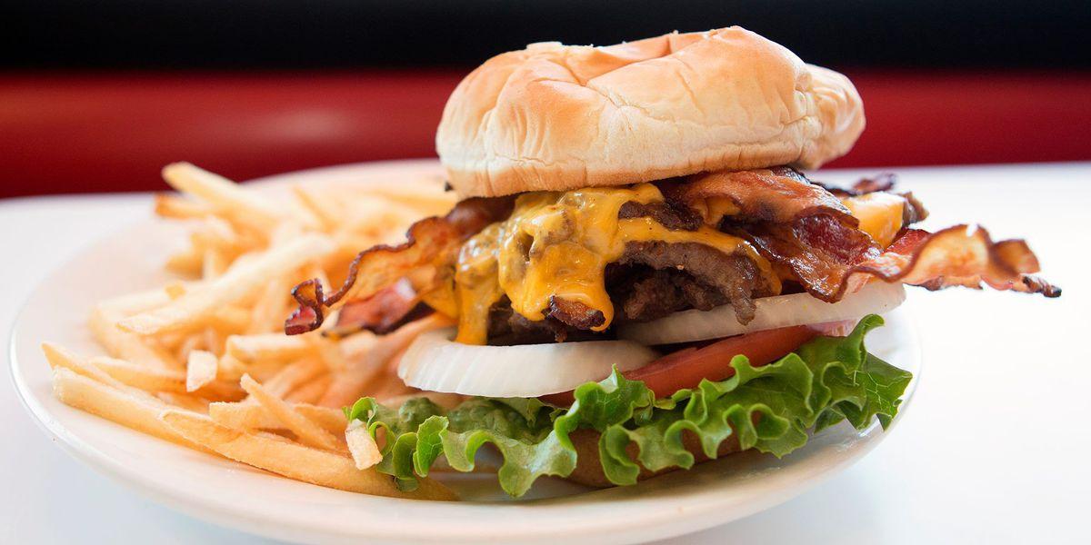 Man doesn't like sandwich, threatens Steak 'n Shake employee with gun