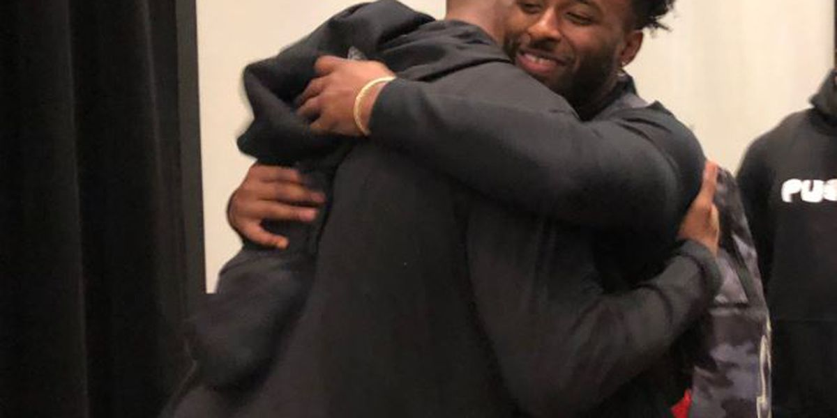 Kobe Bryant stops to give Cleveland Browns pep talk on 'Mamba Mentality'