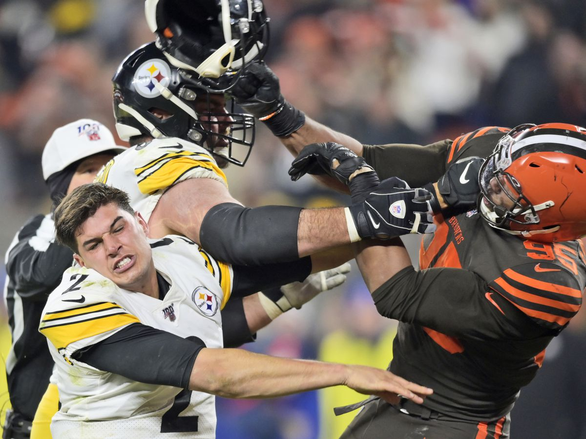 Myles Garrett ejected after assaulting QB Mason Rudolph with helmet in the final seconds of Browns vs. Steelers game