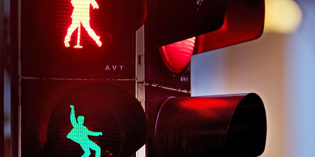 It's now or never pedestrians: German town has Elvis lights
