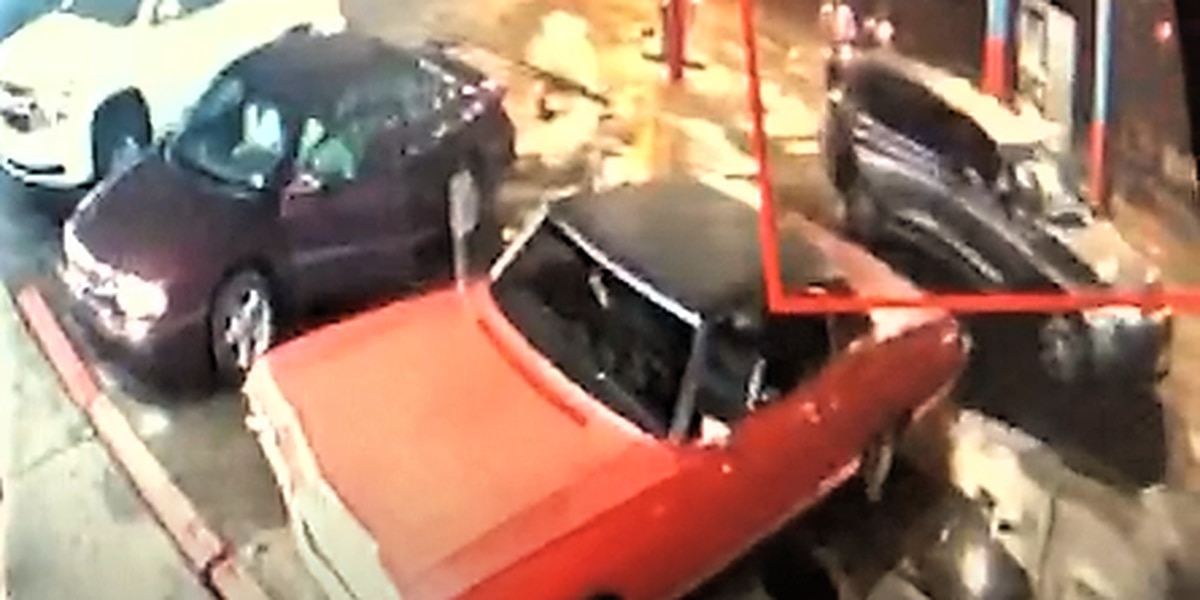 Several attacks at West Side gas station leave Cleveland police looking for suspects (video)