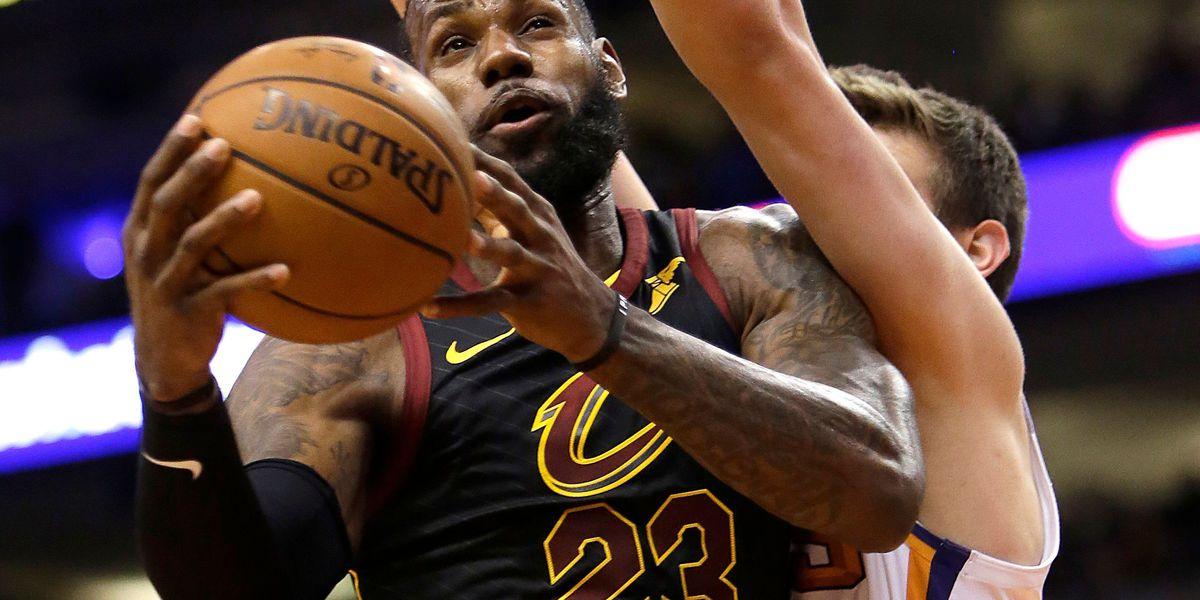 LeBron James' triple-double leads Cavaliers past slumping Suns