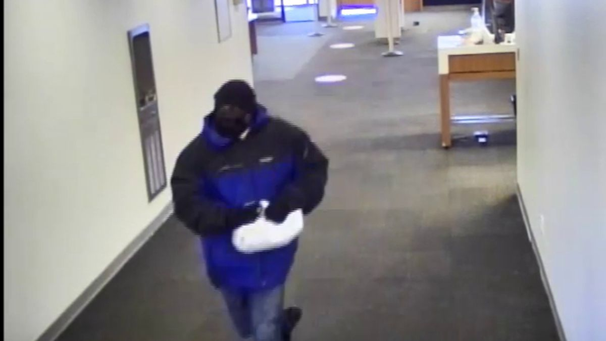 Cleveland FBI seeks suspect accused of robbing bank in Shaker Heights