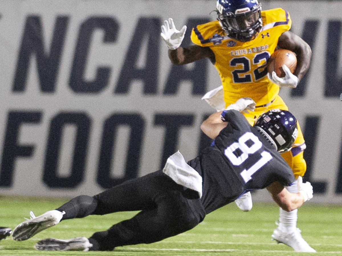 Mary Hardin-Baylor defeats Mount Union to win Stagg Bowl
