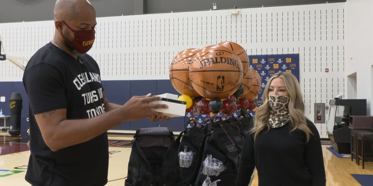 Cavaliers head coach J.B. Bickerstaff and wife Nikki donate iPads, internet service to local high school seniors