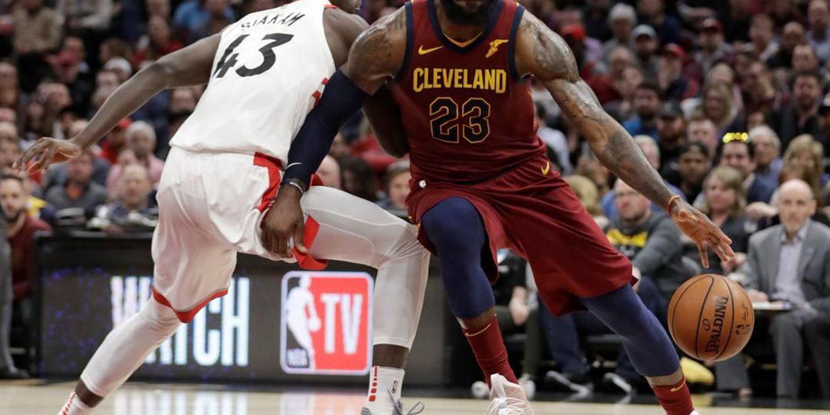 LeBron scores 35, carries Cavaliers in comeback past Raptors 132-129