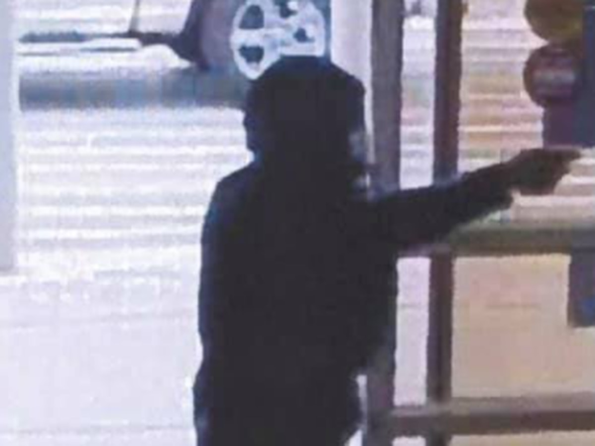 'Boom boom': Police need help identifying man who robbed Eastlake store at finger point
