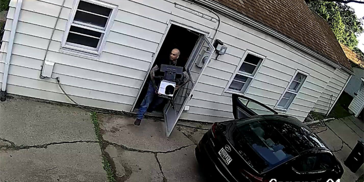 Akron Police and U.S. Marshals looking for breaking and entering suspect