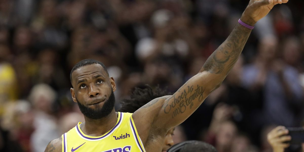Los Angeles Lakers defeat Cleveland Cavaliers in LeBron James' return