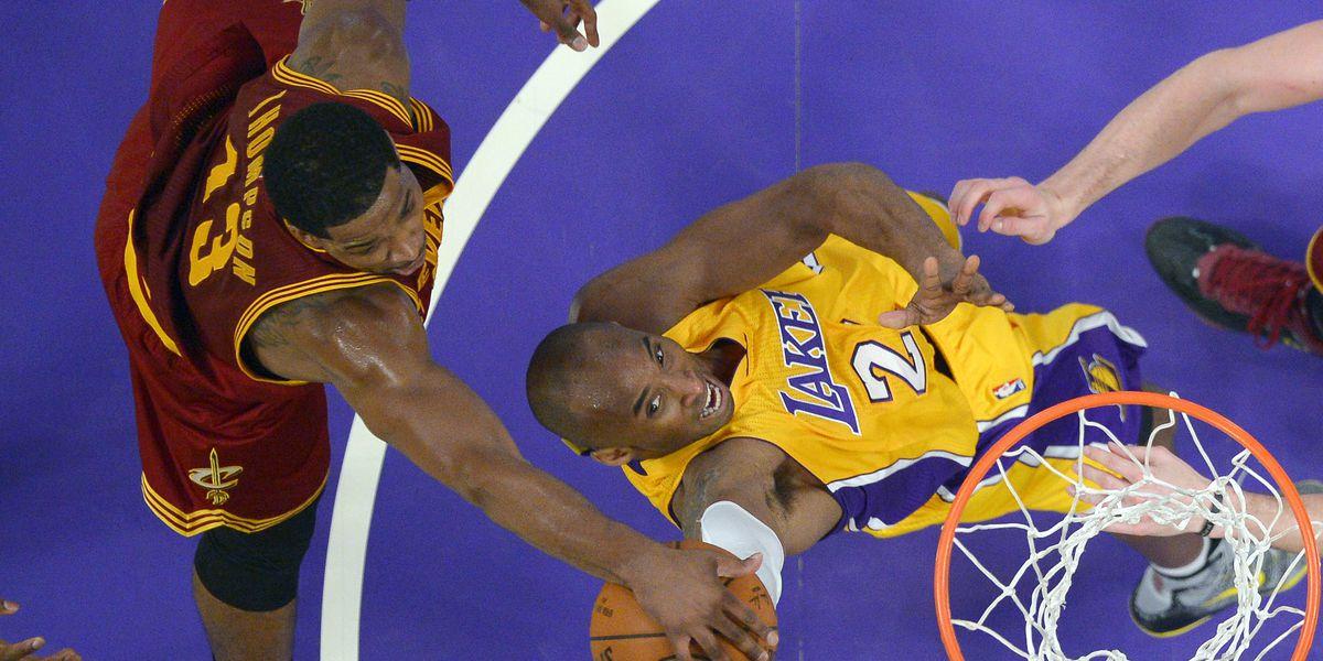 Pistons players wear custom-made Kobe Bryant jerseys