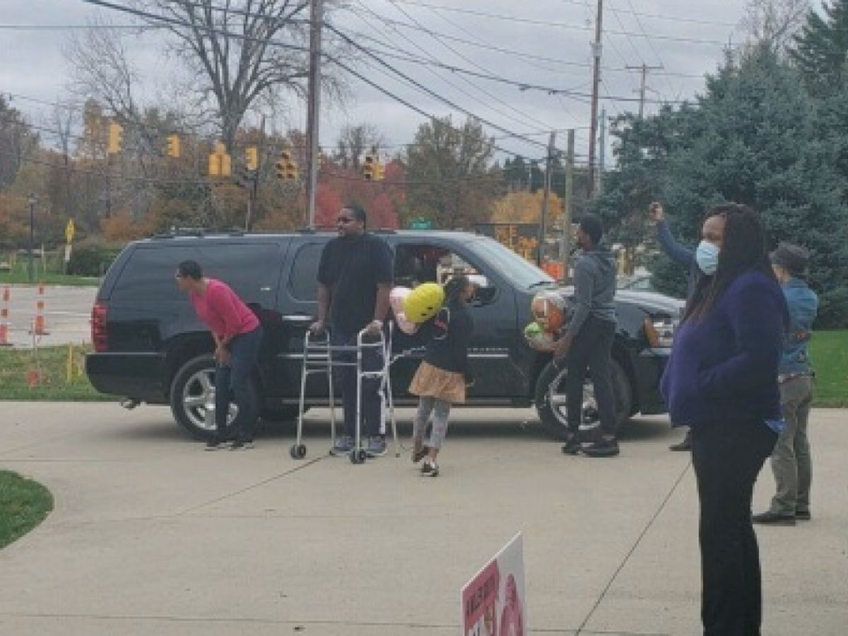 Akron man who died twice during battle with COVID-19 finally home with his wife and kids