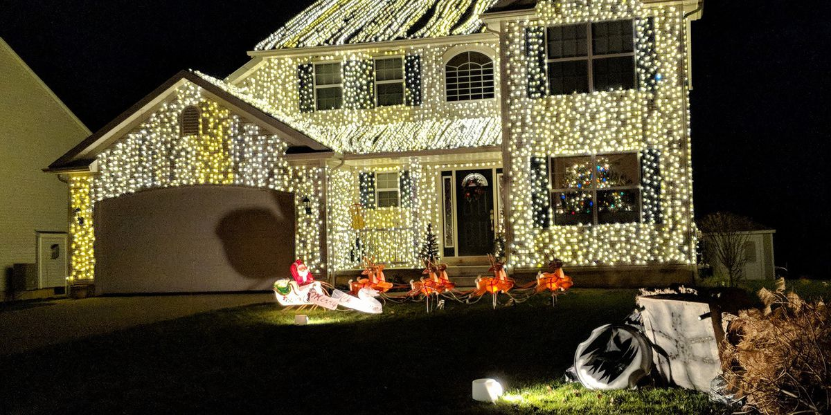 Christmas Vacation House Lights.Wadsworth Resident Goes Griswold With Home From National