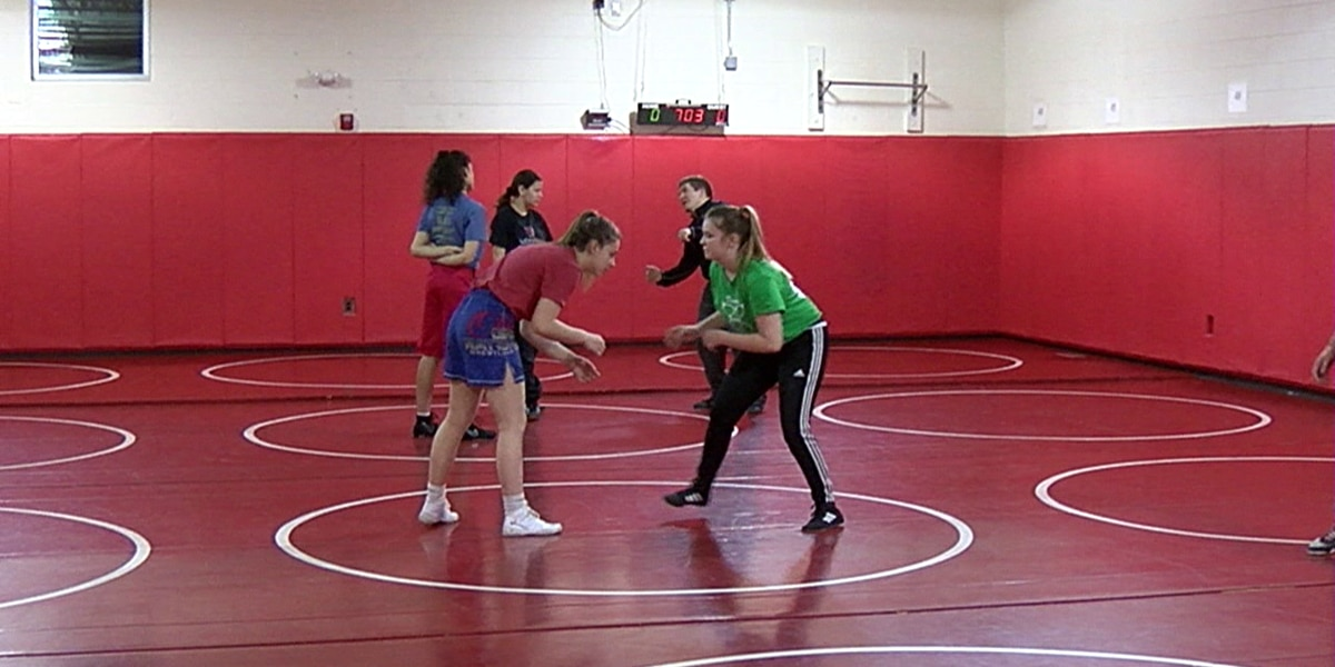 Rocky River's Lutheran West High School forms Ohio's only wrestling team for girls