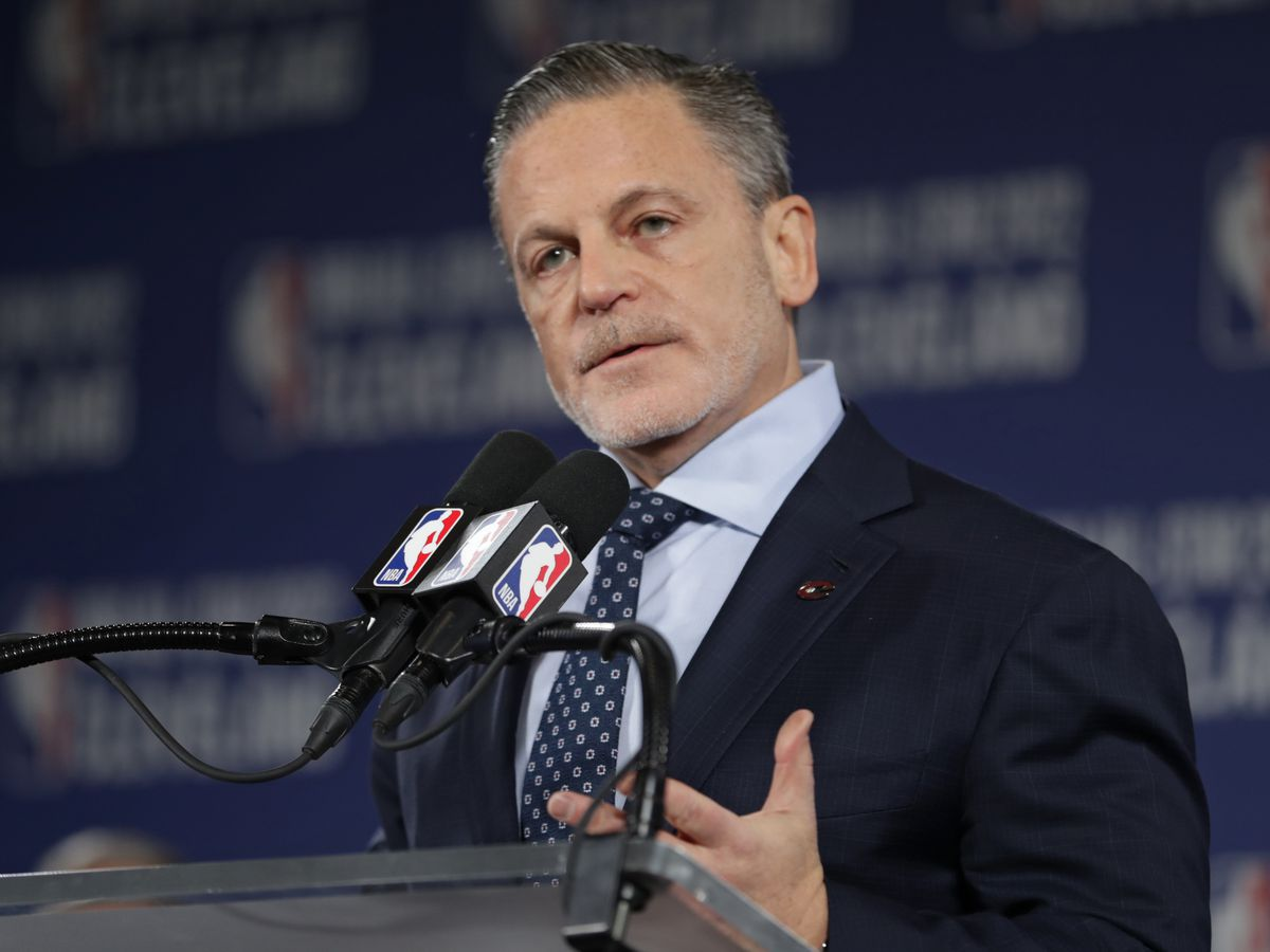 Cavs owner Dan Gilbert makes first public speech since suffering stroke