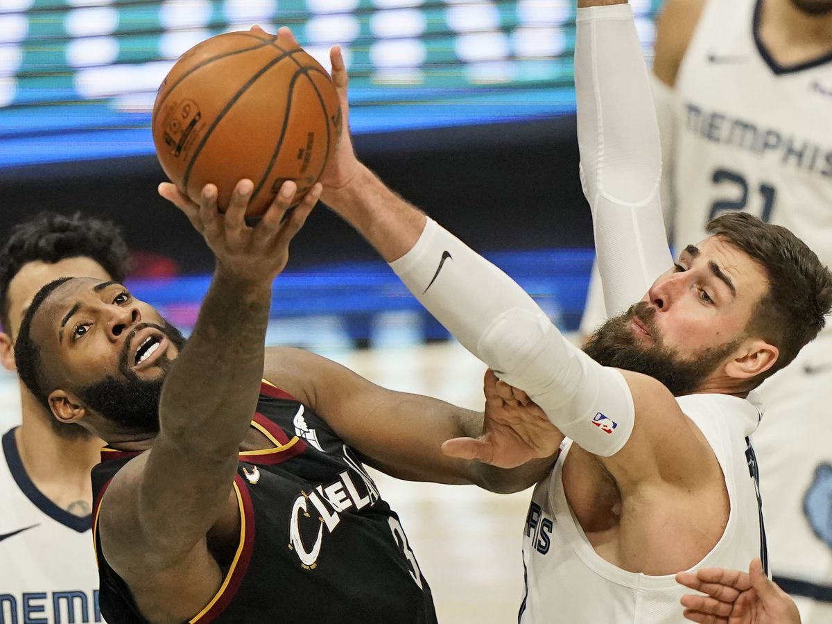Role Reversal: Grizzlies late rally avenges Thursday loss to Cavaliers