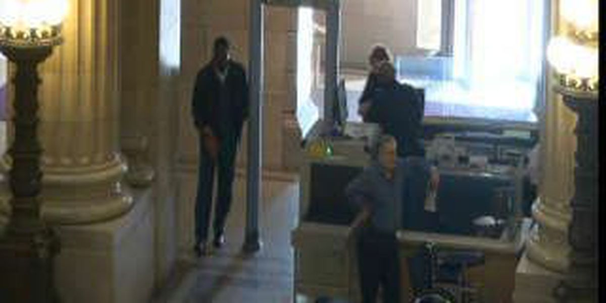 19 Action News Investigation: People walk around metal detector at Cleveland City Hall