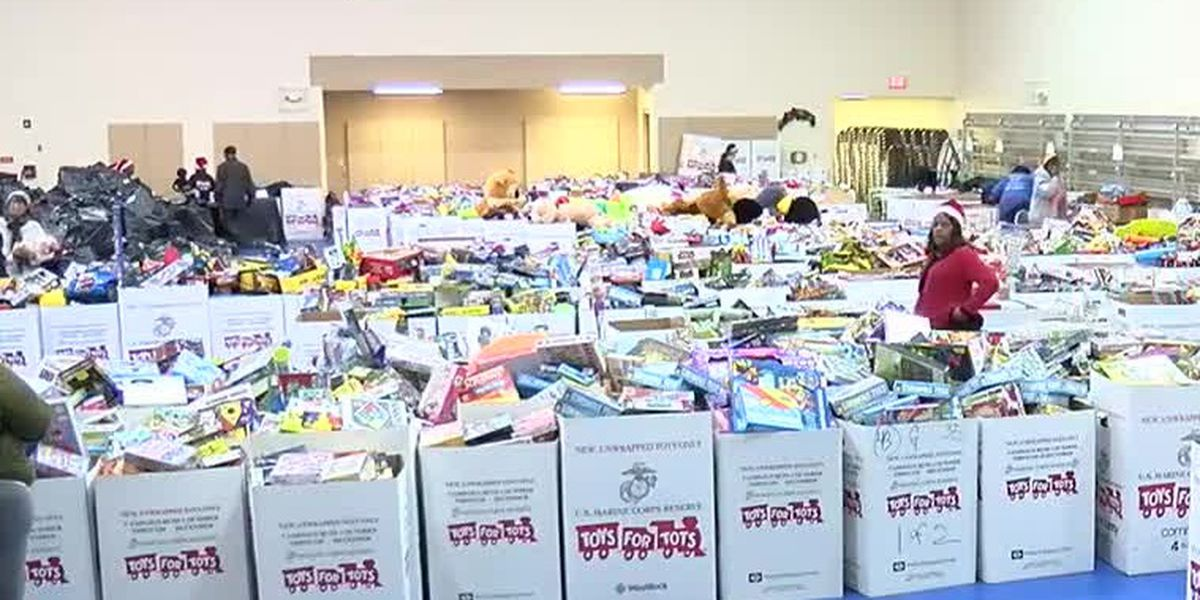 Akron police help replenish stolen Toys for Tots gifts