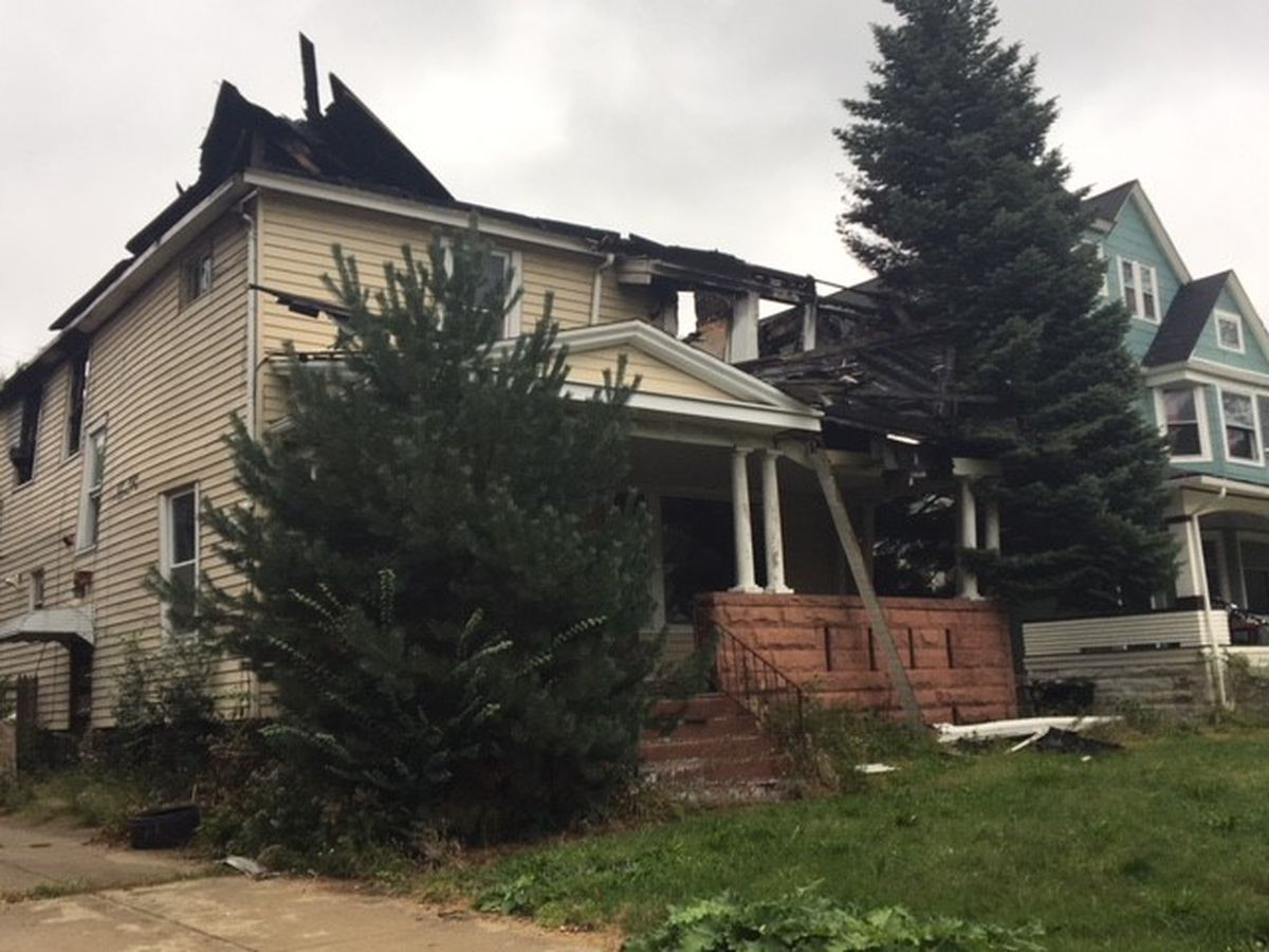 East Cleveland woman wants condemned house next door torn down