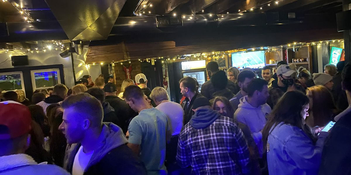 Willoughby bar investigated after post-Christmas pictures show COVID-19 protocol disregard