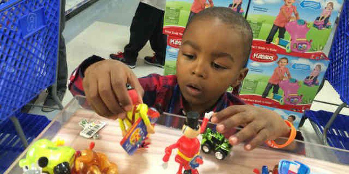Browns Barnidge takes kids on surprise shopping spree