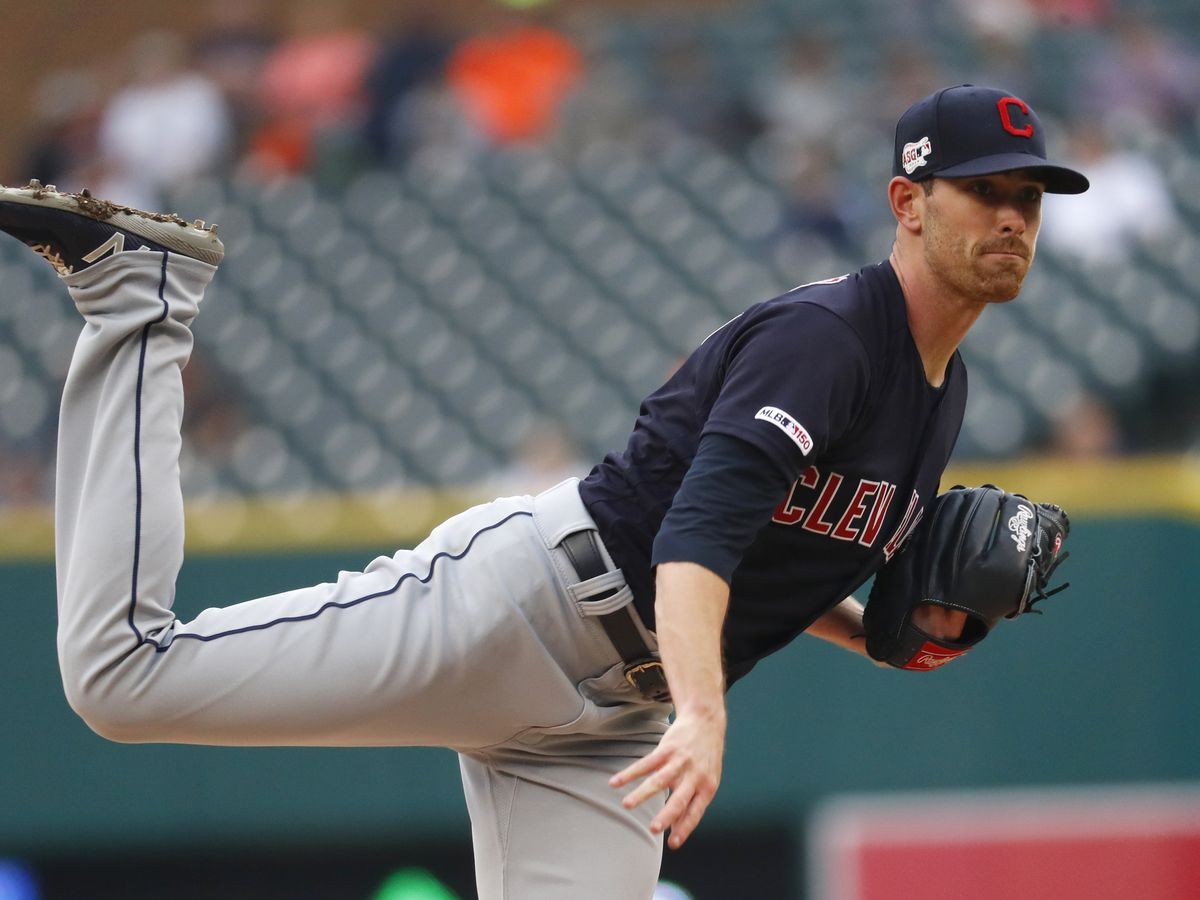 Bieber sharp, Martin steals home as Indians beat Tigers 4-2