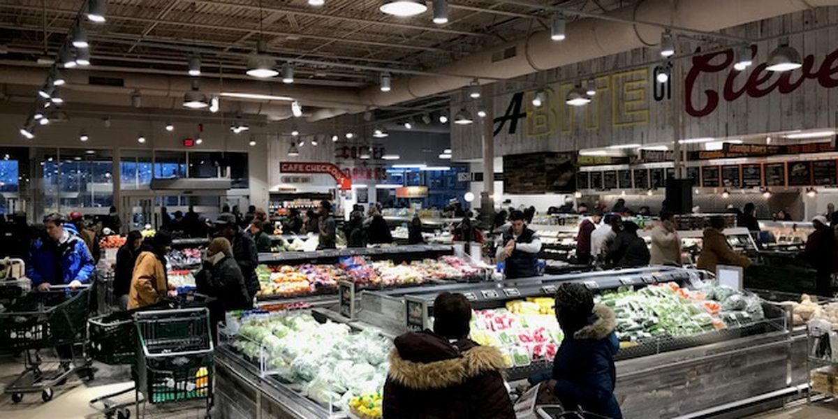 Dave's Markets starts shuttle service after closing flagship location