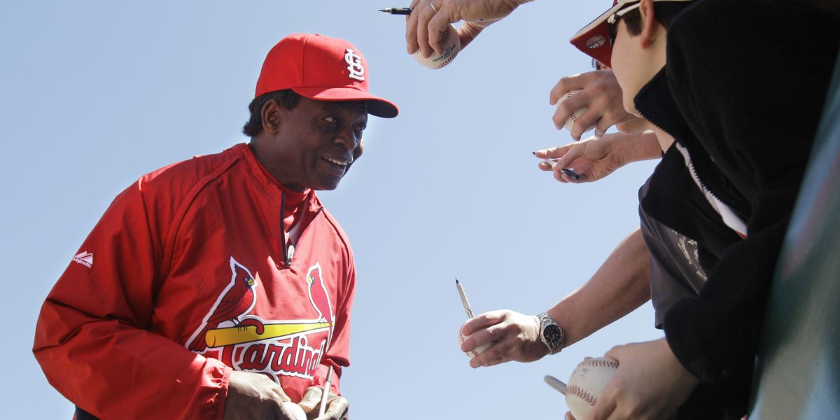 Hall of Fame outfielder, speedster Lou Brock dies at age 81