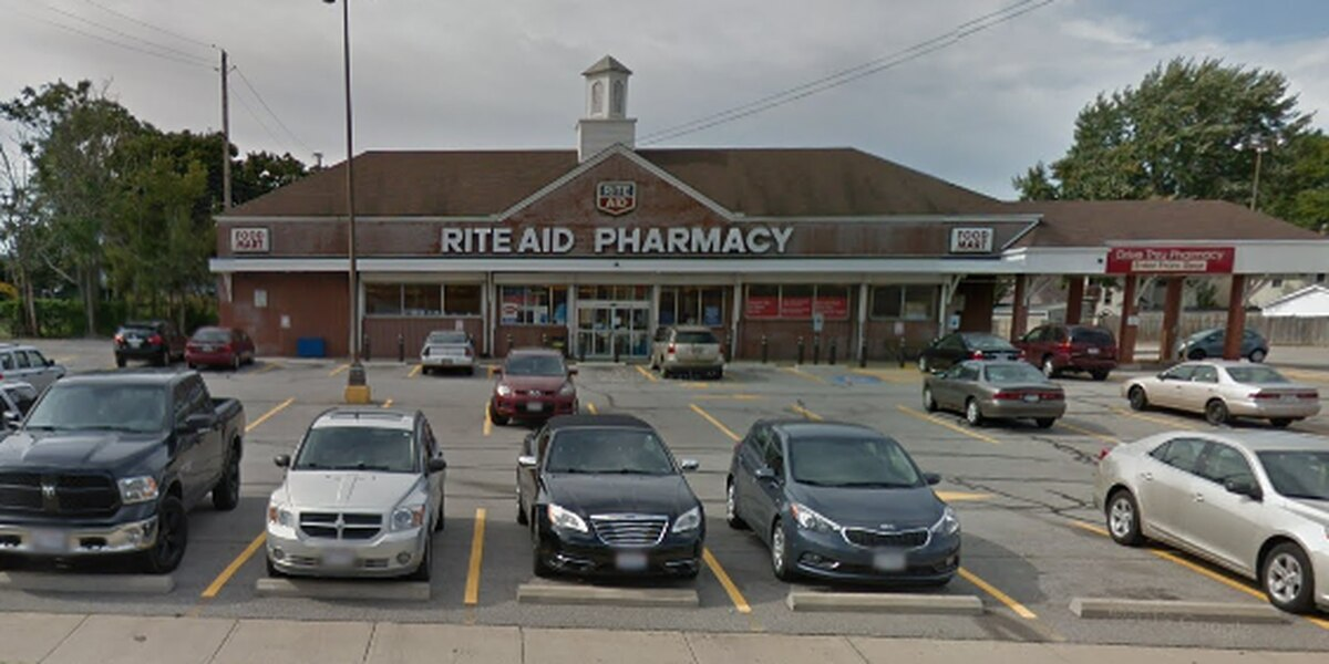 Cleveland pharmacy robbed at gunpoint in broad daylight