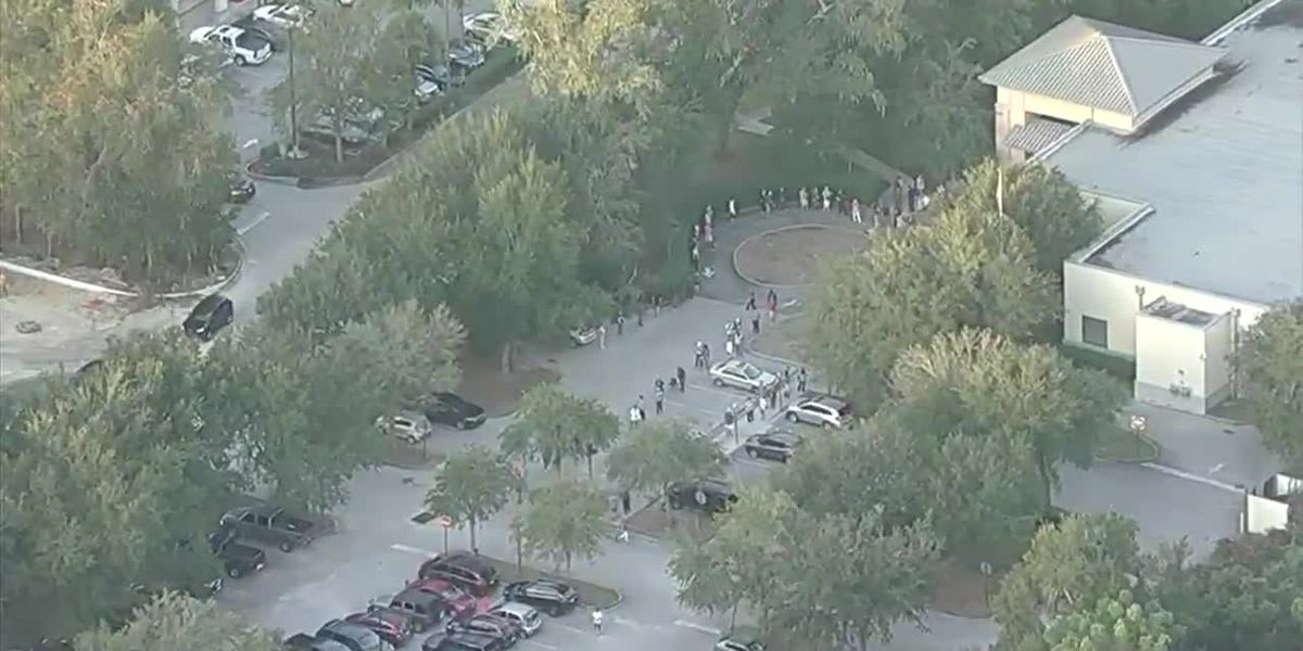 RAW: Long lines at early voting site in Jacksonville, Fla.