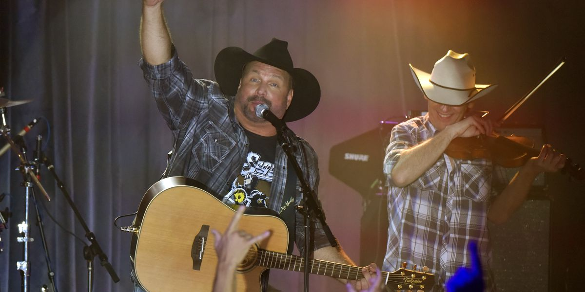 Garth Brooks announces October tour stop at Portage County dive bar