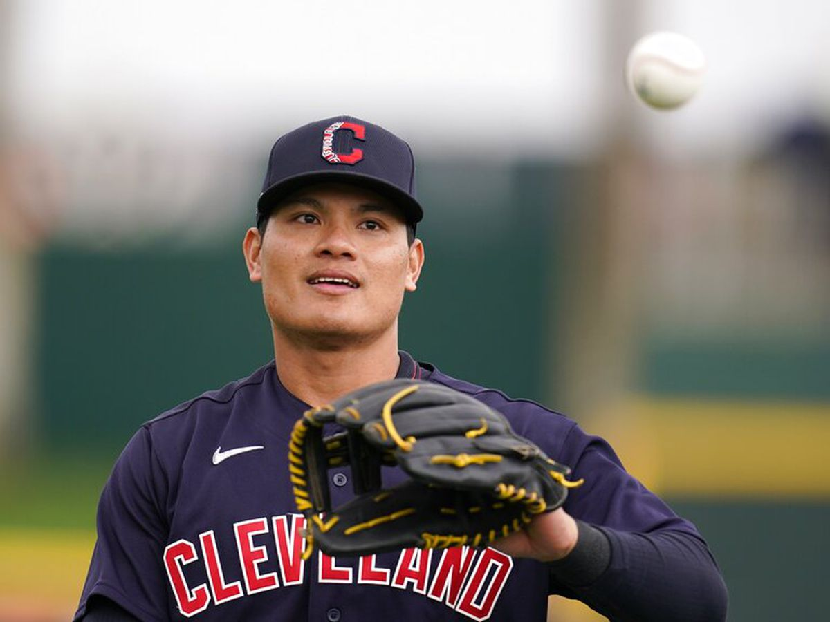 Cleveland Indians' Yu Chang receives hateful anti-Asian messages after game-ending error (offensive language)