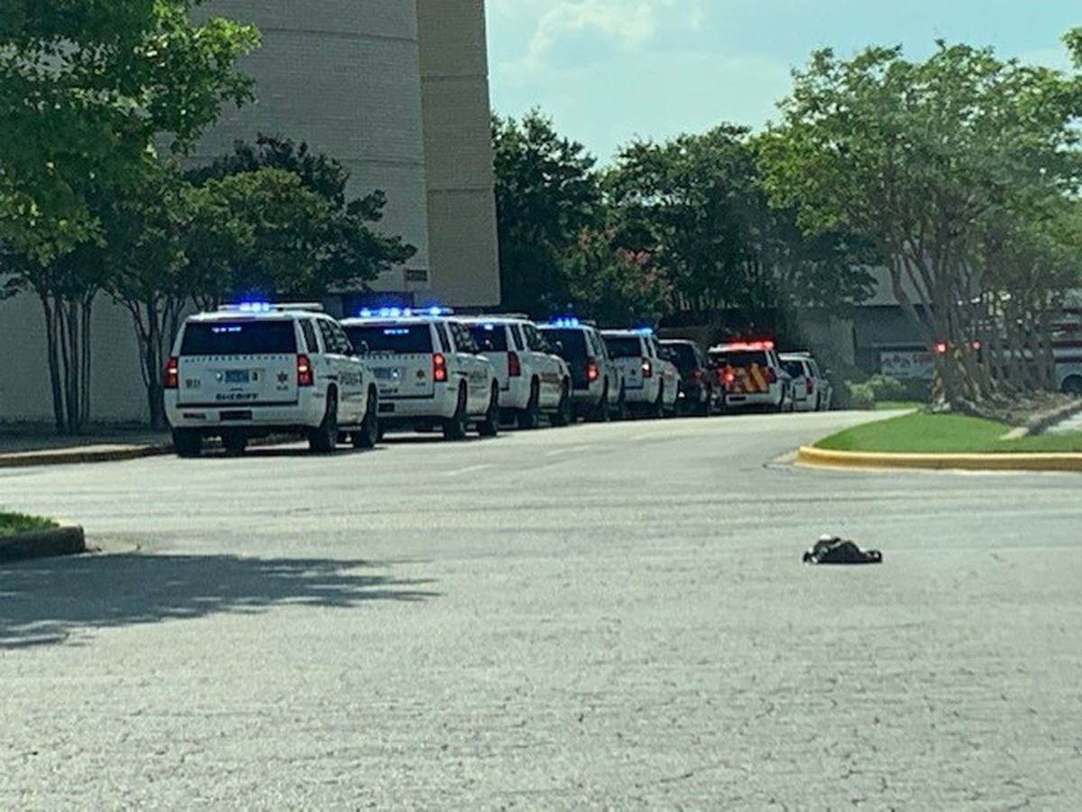 8-year-old killed, 3 injured in shooting at Alabama mall