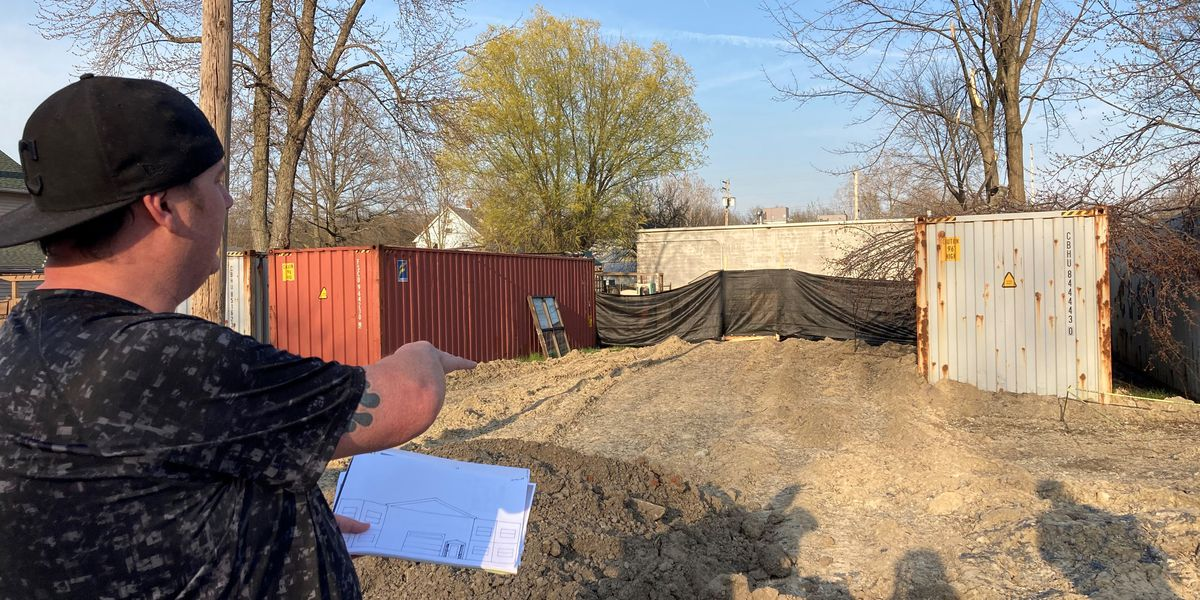 "Lorain County man shines light on his ""eyesore"" property"