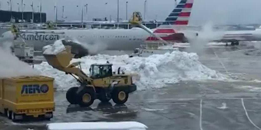 Winter storm wallops Midwest, heads east