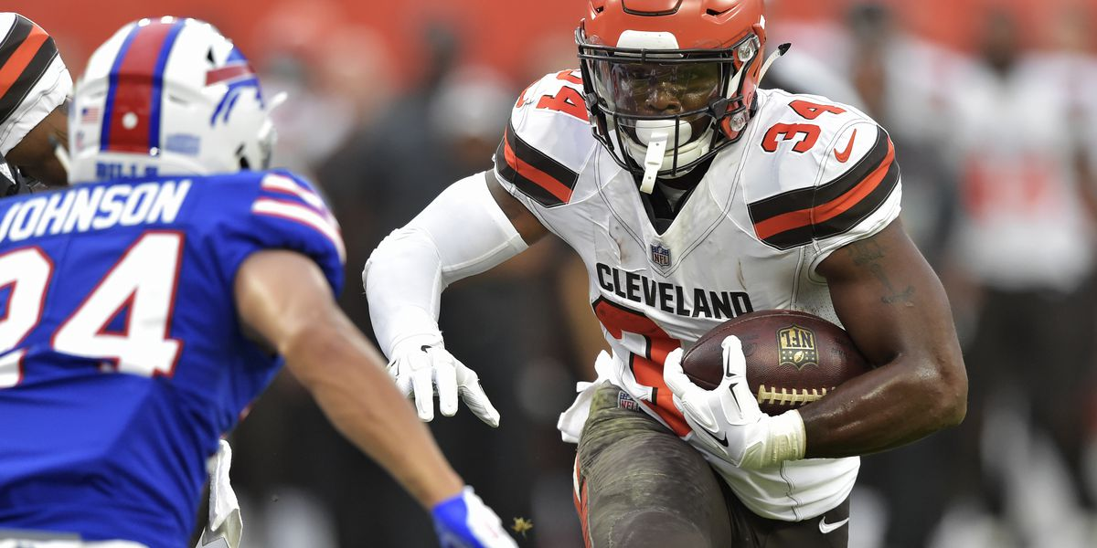 Cleveland Browns' Carlos Hyde playing game while awaiting birth of child