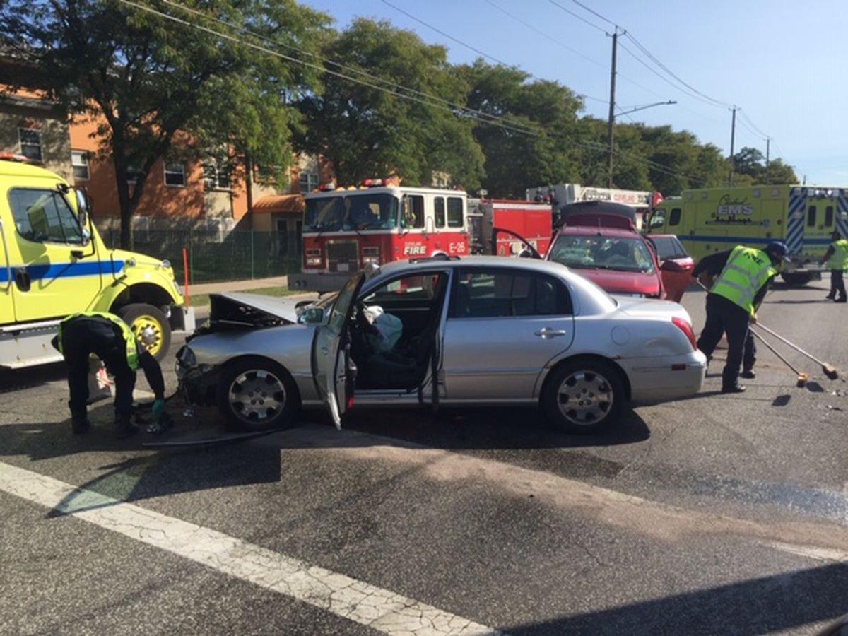 Multiple people injured in 2 car accident on Cleveland's East Side