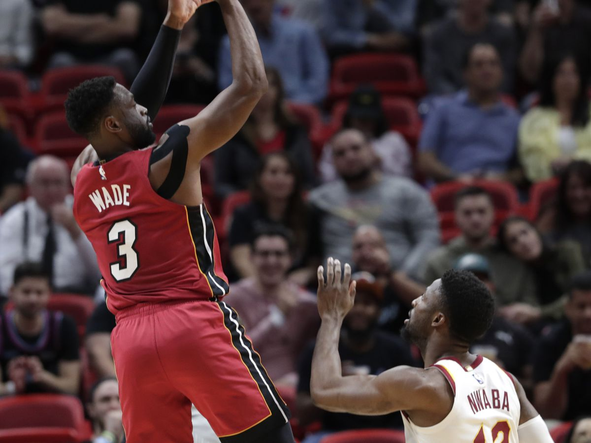 Heat stay hot, pull away late to beat Cavaliers 126-110