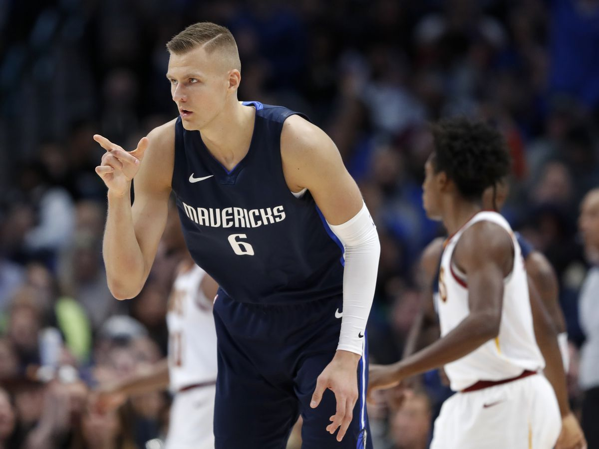Doncic rolls with Nowitzki watching, Mavs rout Cavs 143-101