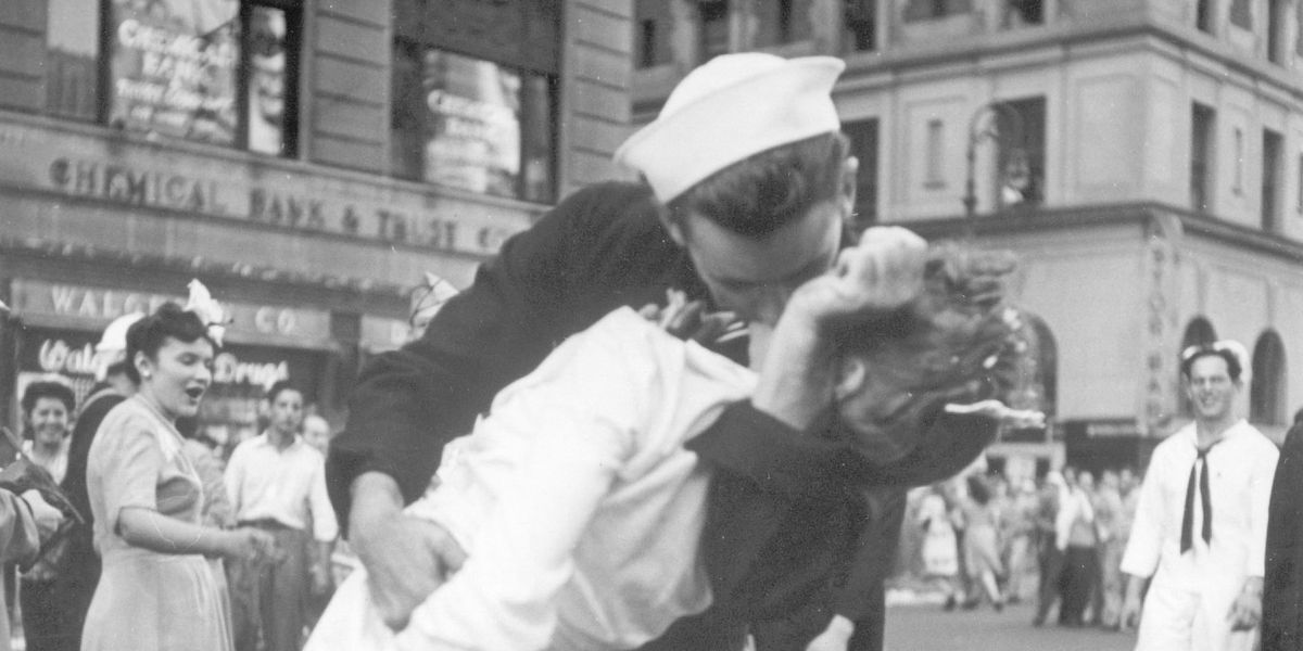 Sailor in iconic World War II kiss photo dies at 95