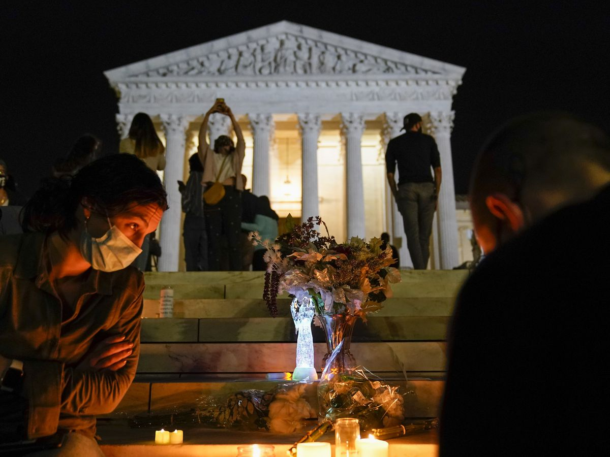 Hundreds gather at Supreme Court to mourn Ginsburg's death