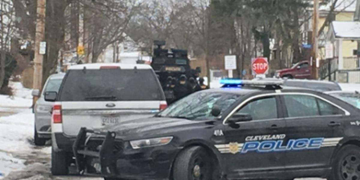 Police: Man apprehended safely after barricading with gun in Forest Avenue home