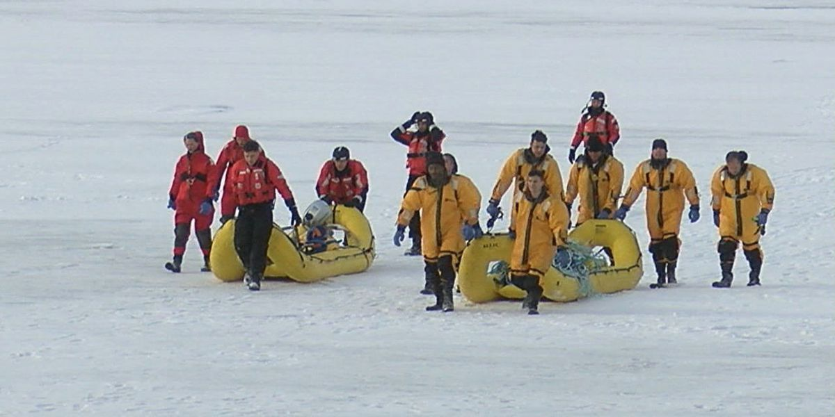 10 people rescued after being trapped on ice floe near Cleveland's Edgewater Park