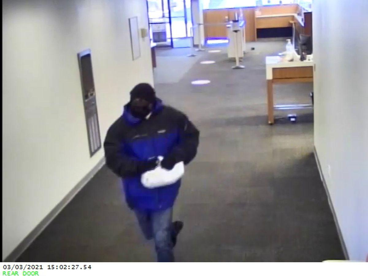 Cleveland FBI seeks suspect accused of robbing bank in Shaker Heights